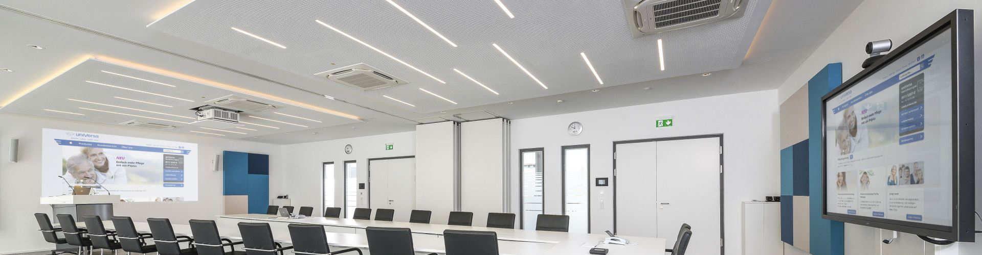 Konferenzraum mit AV-Medientechnik